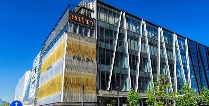 Магазин Prada в Esentai Mall снова распахнул свои двери