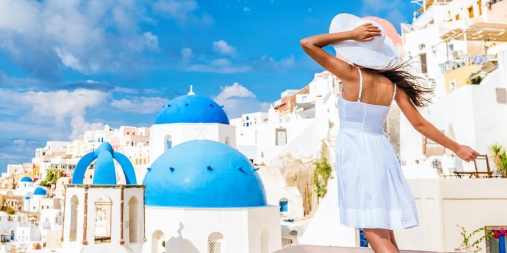 Греция деньгами заманивает туристов