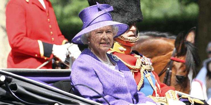 Пить по-королевски: Букингемский дворец выпустил собственный джин