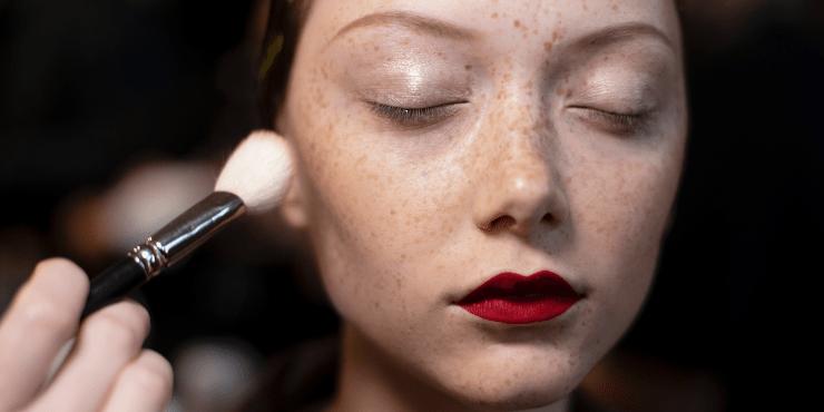 Как правильно чистить кисти для макияжа