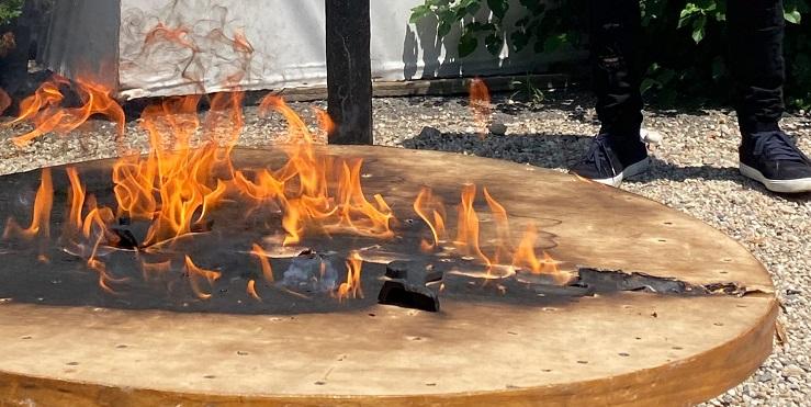 Почему хозяин ресторана в Хэмптонс демонстративно сжег столик?