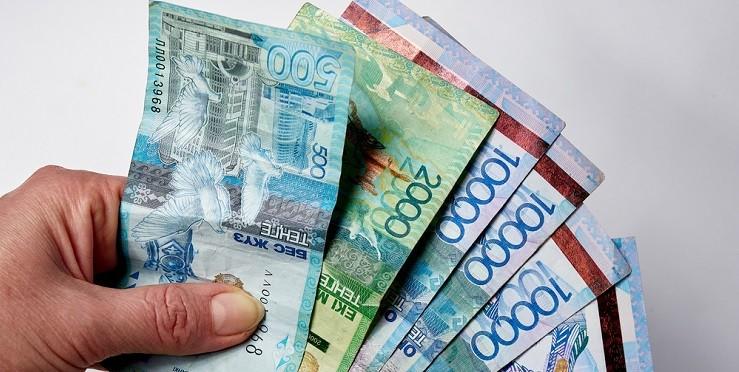 Кто в Казахстане получит выплаты по 42 500 тенге за июль?