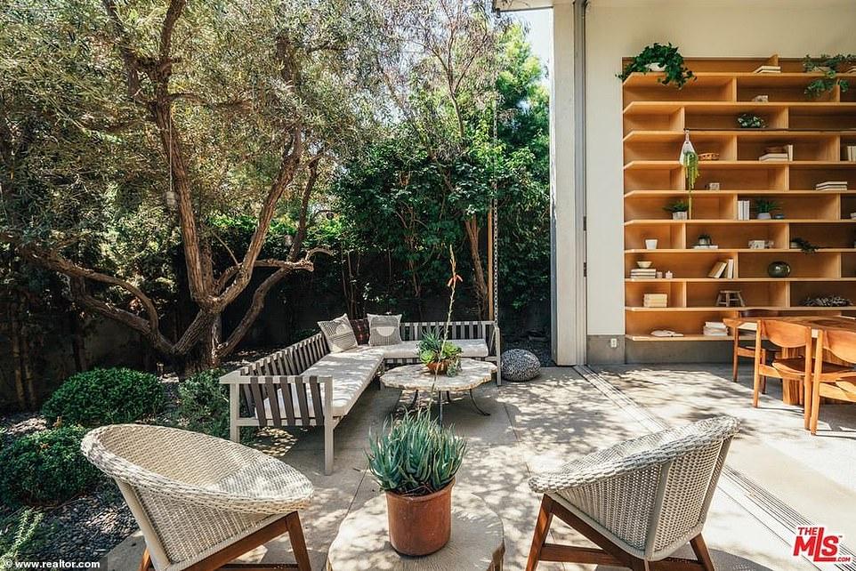 Взгляд изнутри: как выглядит особняк Эмилии Кларк за 5 млн. долларов?
