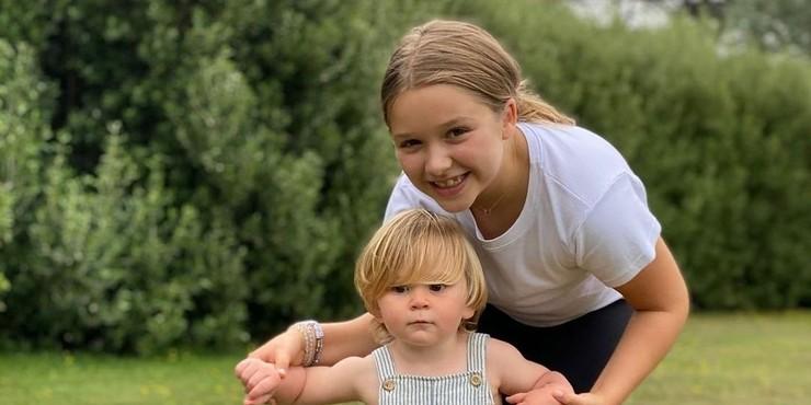 Виктория Бекхэм поделилась милой фотографией Харпер и сына Гордона Рамзи
