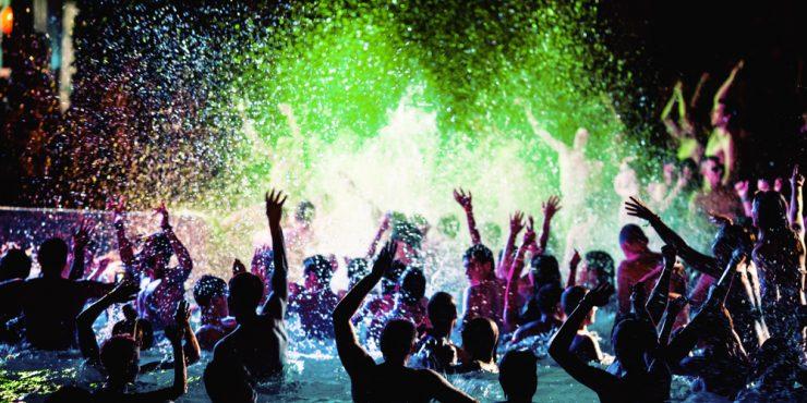 Прощай, коронавирус: многотысячная вечеринка в Ухане шокировала мир