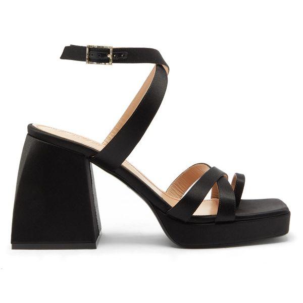 сандалии на каблуке