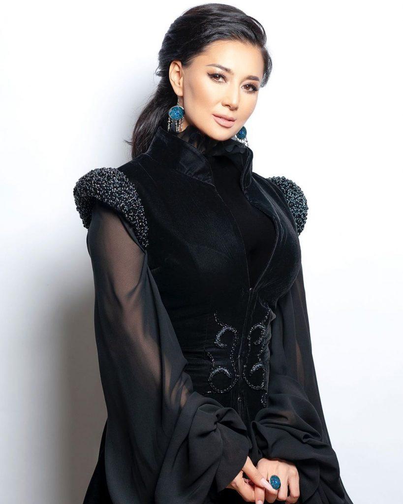 1 сентября, как это было: певица Мадина Садвакасова