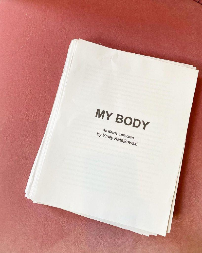 Книга Эмили Ратаковски