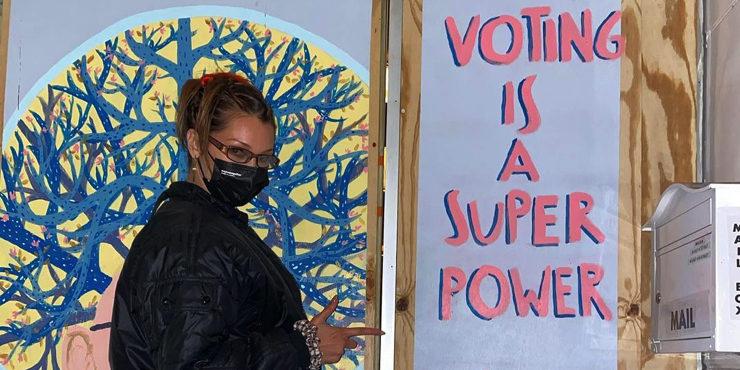 Слезы радости и шумные вечеринки: как звезды отпраздновали победу Байдена на выборах?