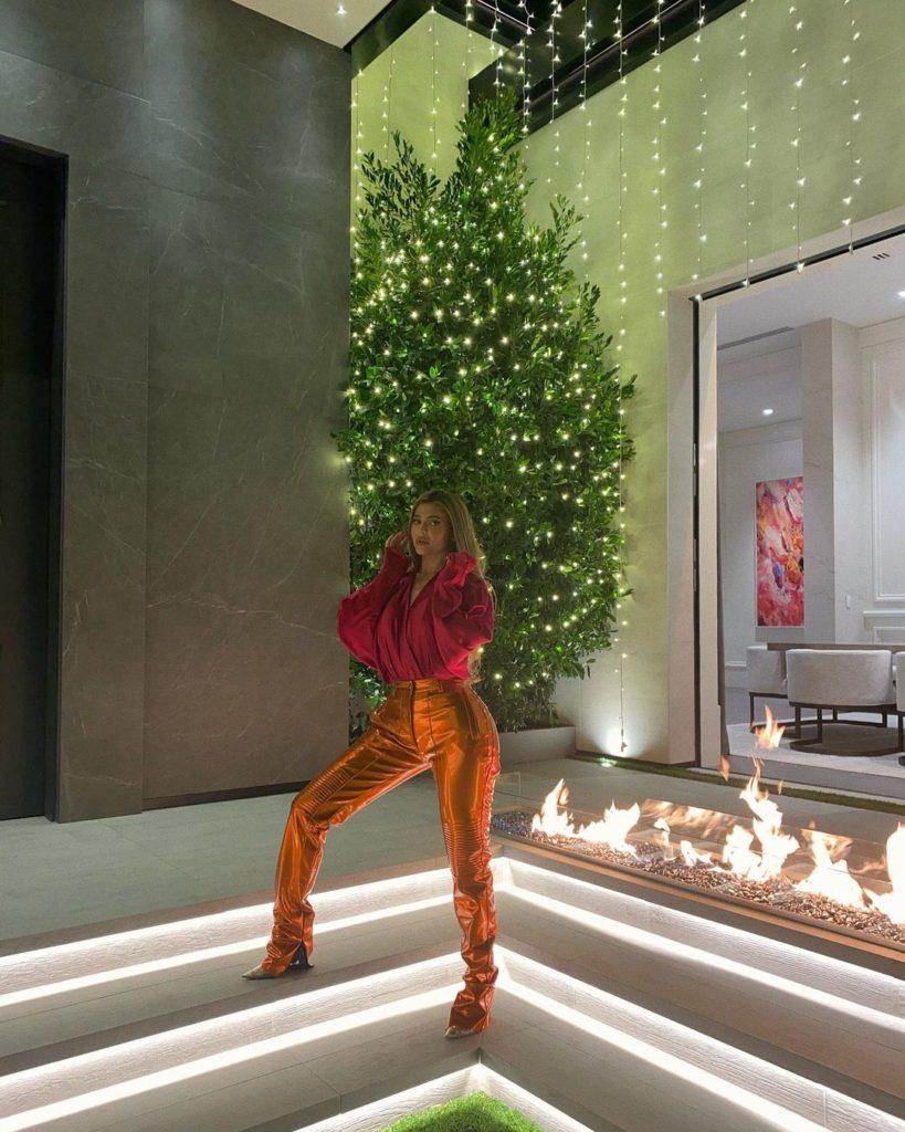 знаменитости украшают свои дома