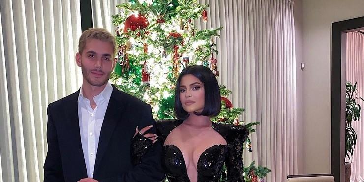 Как знаменитости украшают свои дома к Рождеству?