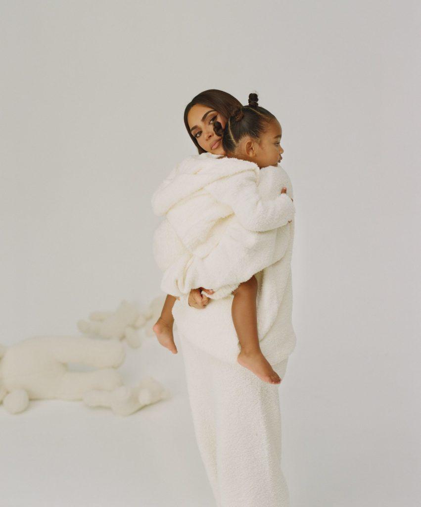 Дочки-матери: Ким Кардашьян и Норт Уэст стали лицами новой коллекции SKIMS