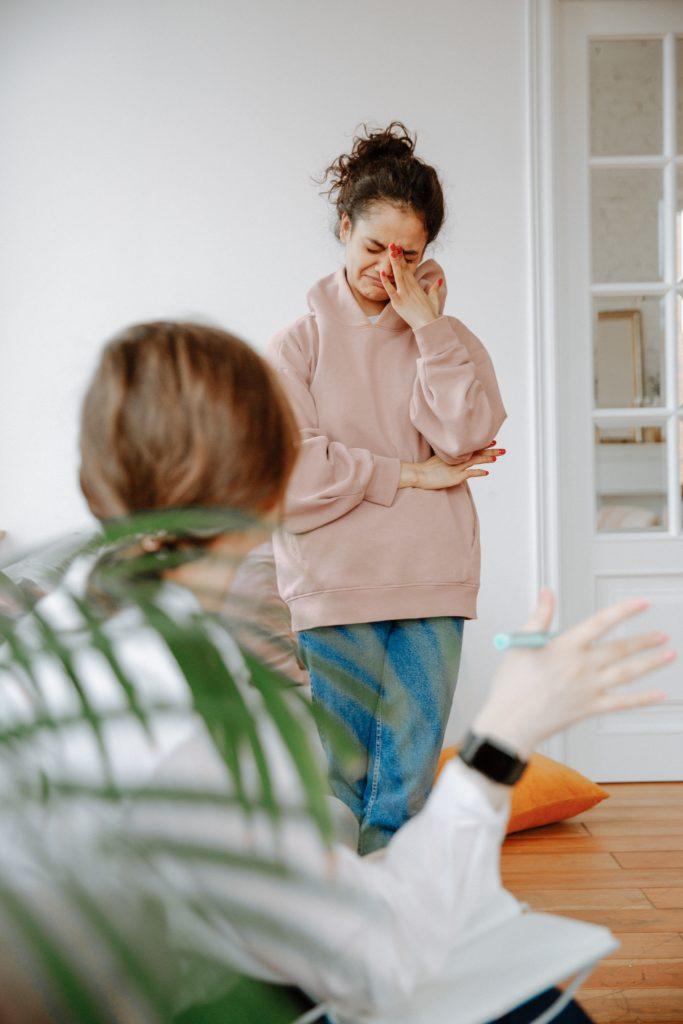 Жилетка для слез: чего не стоит говорить другу, переживающему расставание?