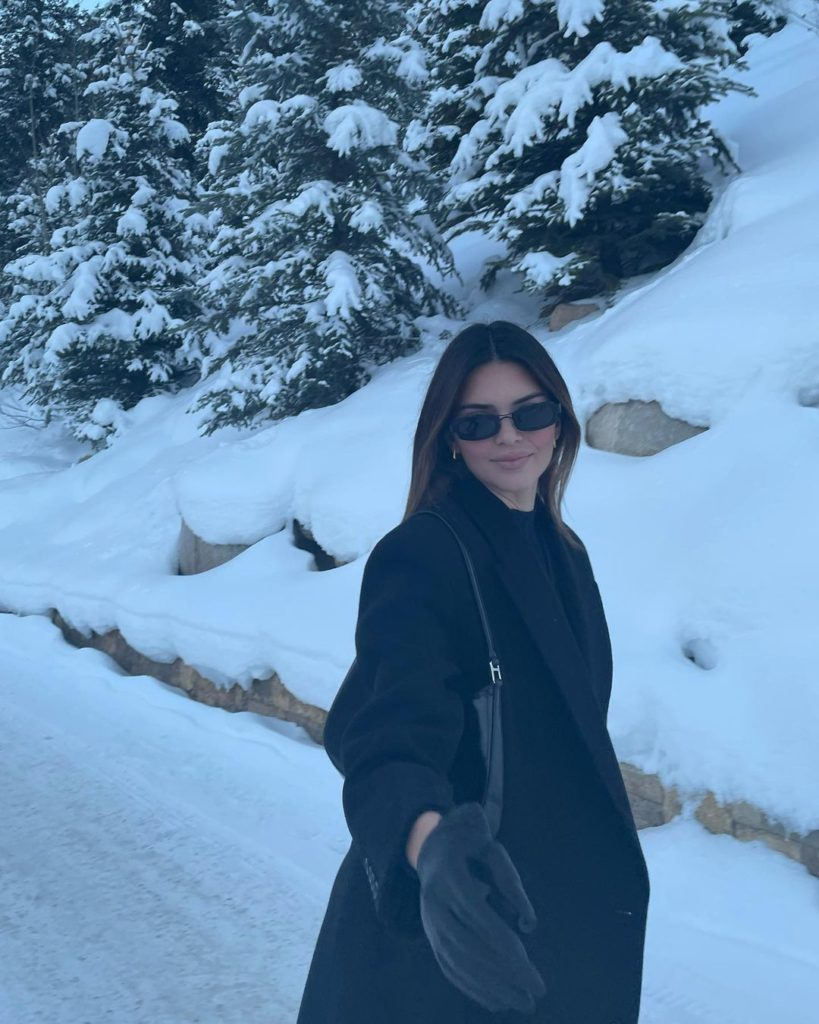 Кендалл и Кайли Дженнер подсказывают, как можно стильно выглядеть на горнолыжном склоне