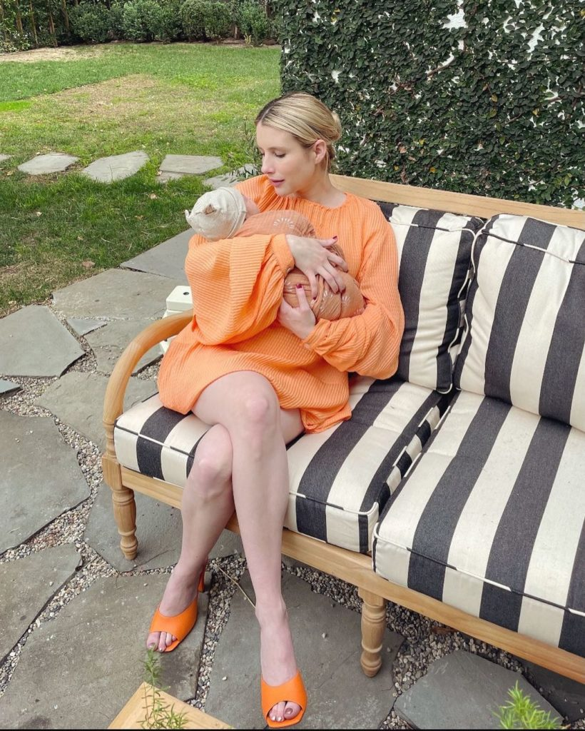 Эмма Робертс показала новорожденного сына