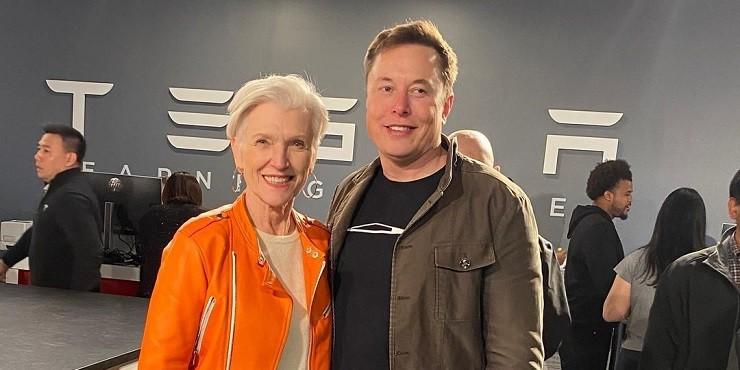 «Уже в 3 года я знала, что он – гений»: мама Илона Маска рассказала секрет воспитания будущего миллиардера
