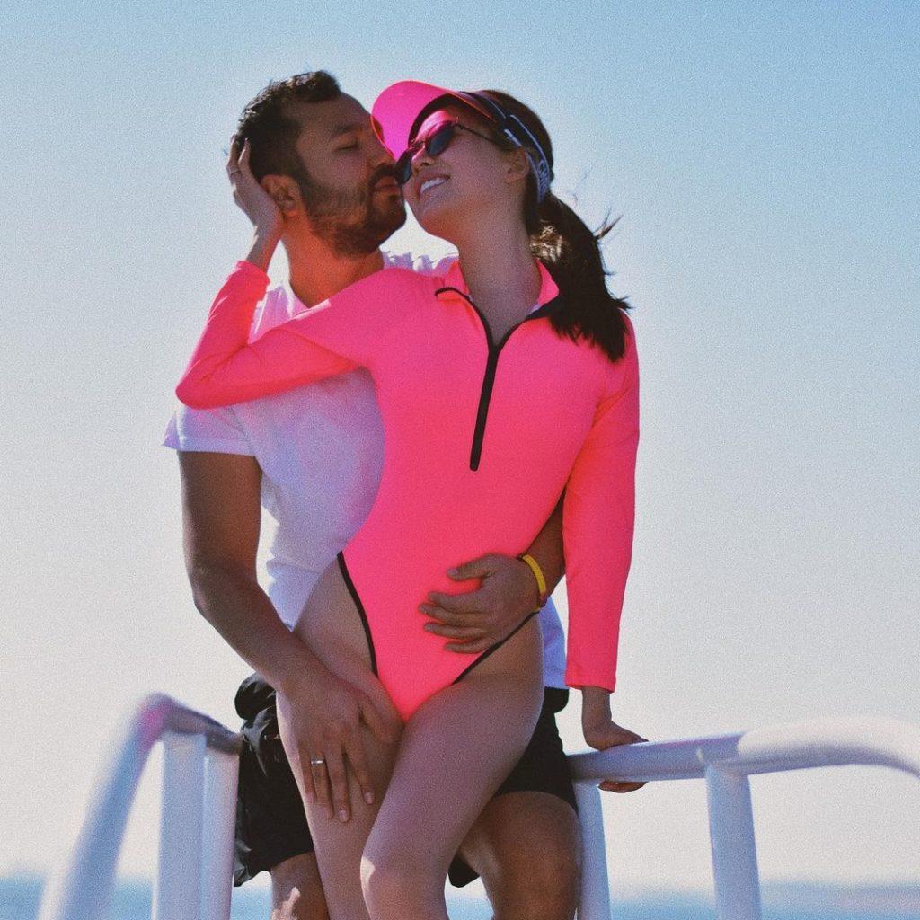 Казахстанские звезды в бикини: какие купальники любят наши знаменитости?