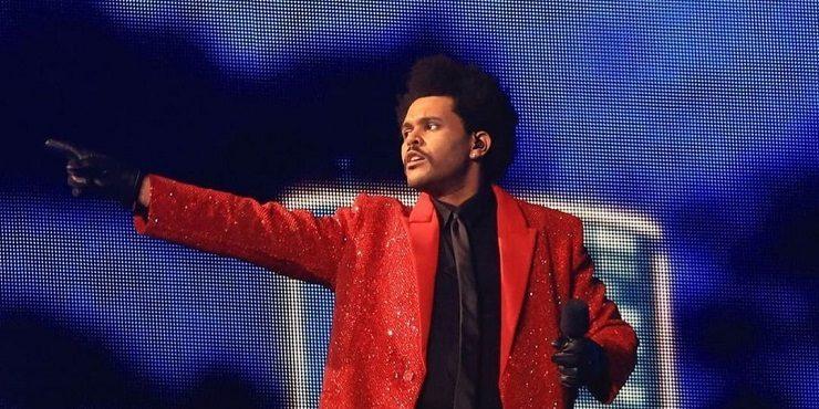 Super Bowl 2021: фееричное шоу от The Weeknd, поцелуй Жизель Бюндхен и звездные гости