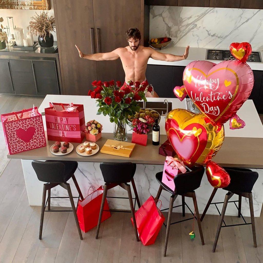 Как звезды отметили День святого Валентина?
