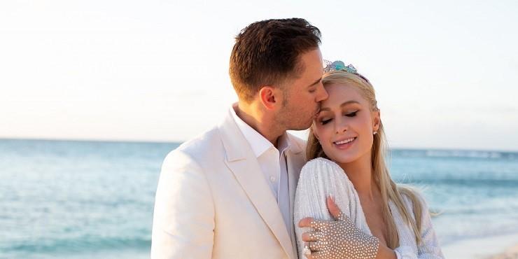 И в 40 невеста: бойфренд Пэрис Хилтон сделал предложение руки и сердца