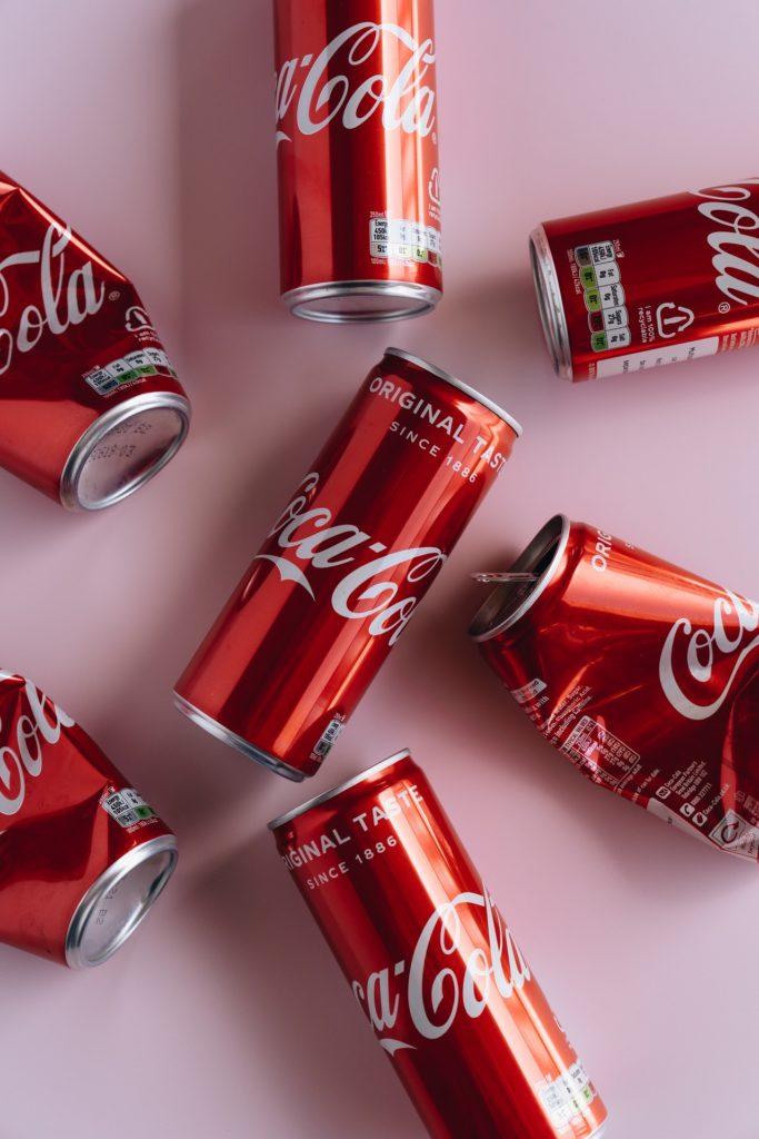 Назревает скандал: За что компанию Coca-Cola обвинили в расизме?
