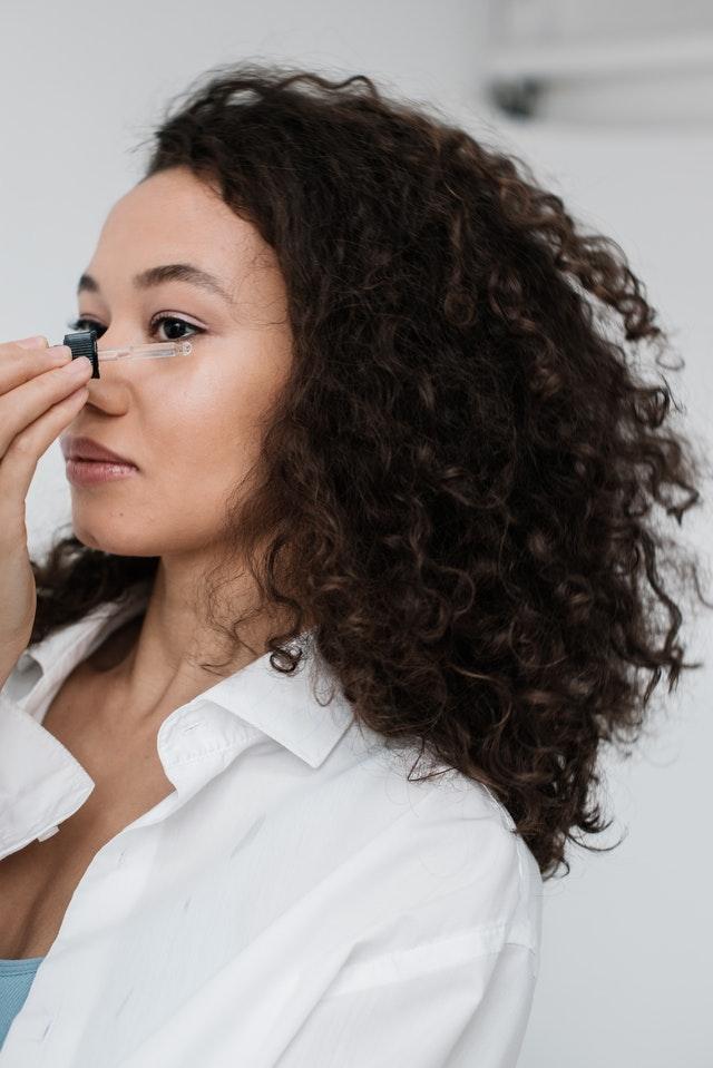 Стоит ли использовать кокосовое масло для ухода за кожей лица?