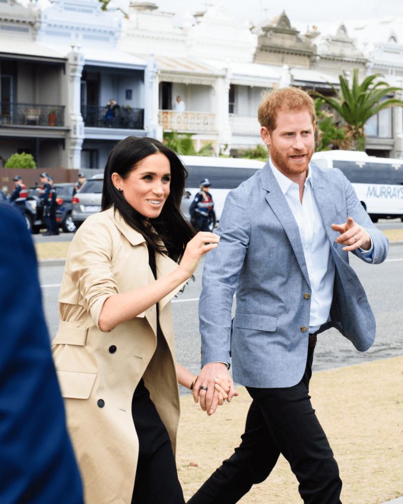 Вот и все: принц Гарри и Меган Маркл лишились всех королевских полномочий