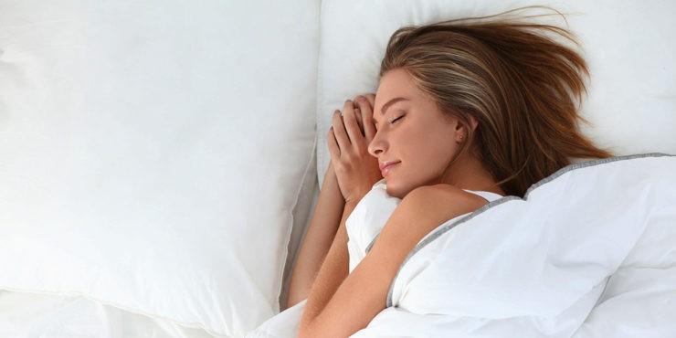 Как правильно спать, чтобы сохранить красоту и молодость?