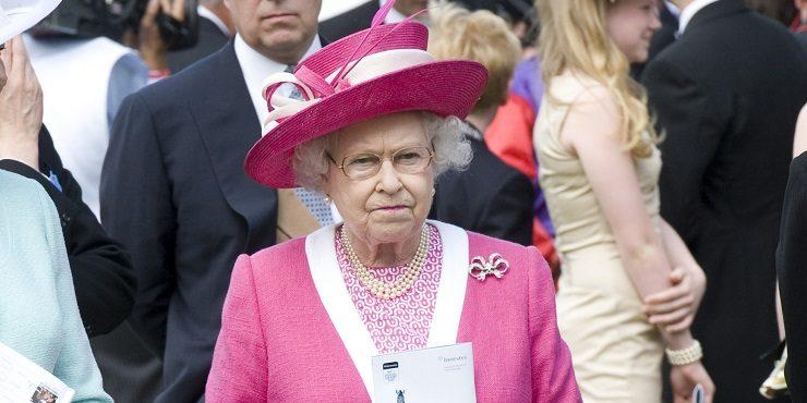 Как Елизавета II планирует отвлечь зрителей от интервью Меган и Гарри Опре Унфри?