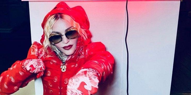 Грудь Мадонны разыграла воображение миллионов мужчин