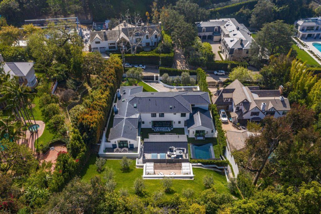 Взгляд изнутри: Как выглядит дом, в котором будет жить Рианна?