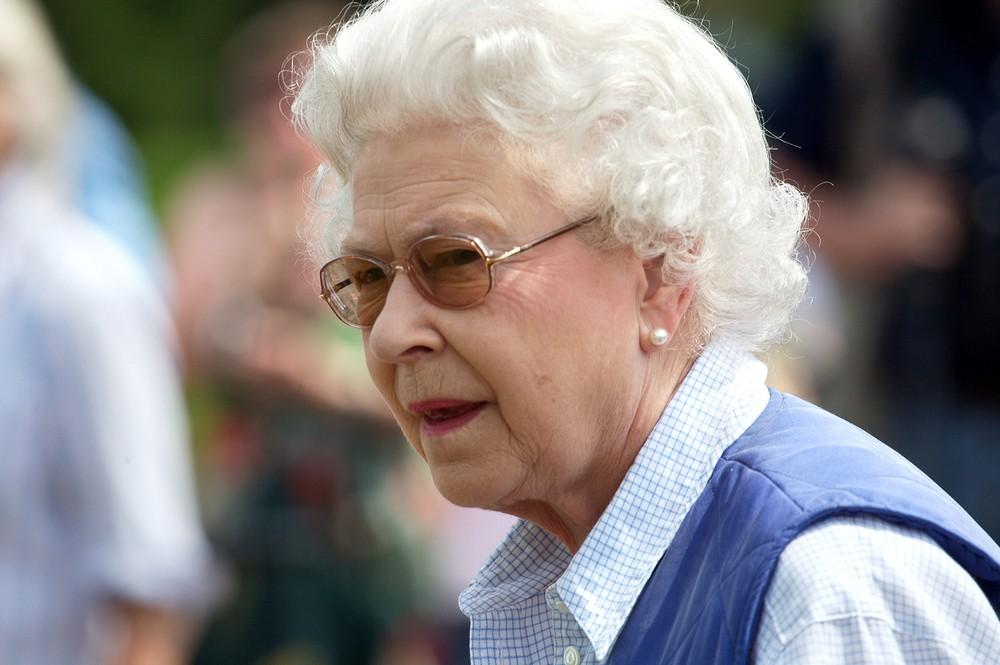 Елизавета II вычислила расиста