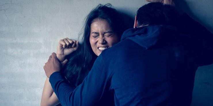 Изнасилование на рабочем месте: бригадир стройки надругался над своей коллегой