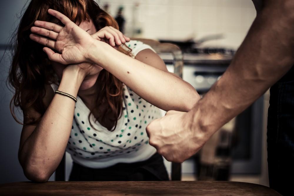 Актюбинец жестоко избил любовницу