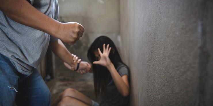 Актюбинец жестоко избил любовницу за отказ быть его токал