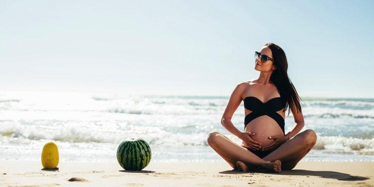 В ожидании чуда: самые практичные купальники для беременных