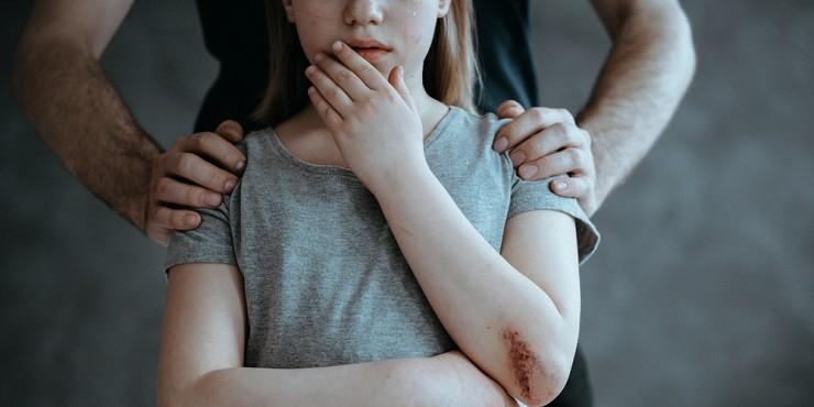 В Уральске судят отчима, который насиловал падчерицу 13-ти лет
