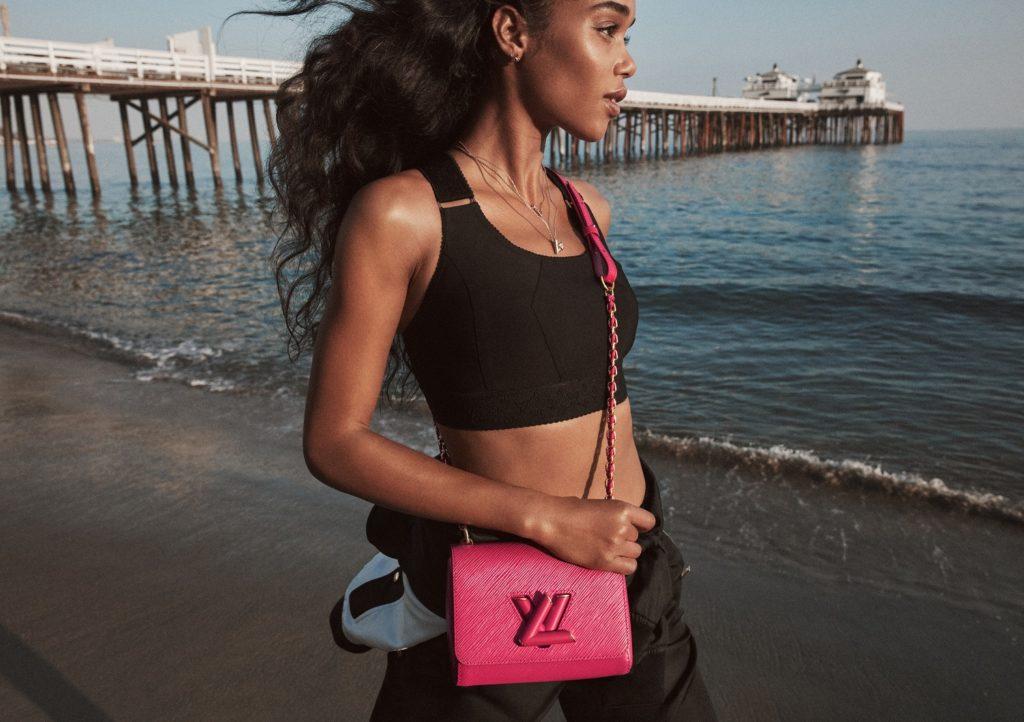 Classy with a twist: классическая сумка от Louis Vuitton
