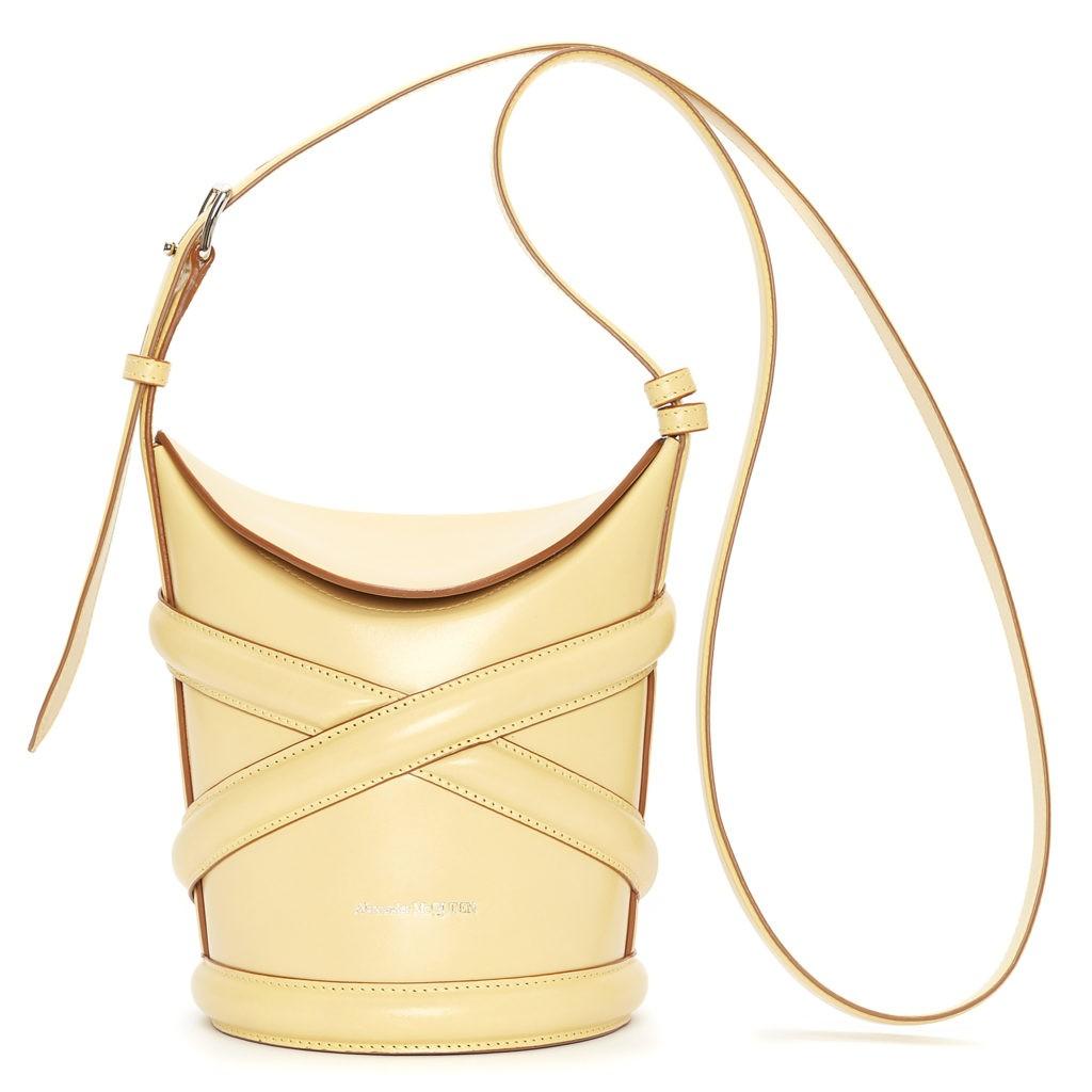 Alexander McQueen создал идеальную сумку для лета 2021 года