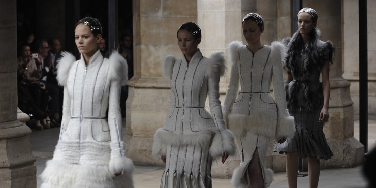 Alexander McQueen и Balenciaga отказались от использования меха