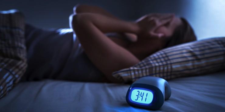 Борьба с бессонницей: Как быстро уснуть, если вы проснулись среди ночи?