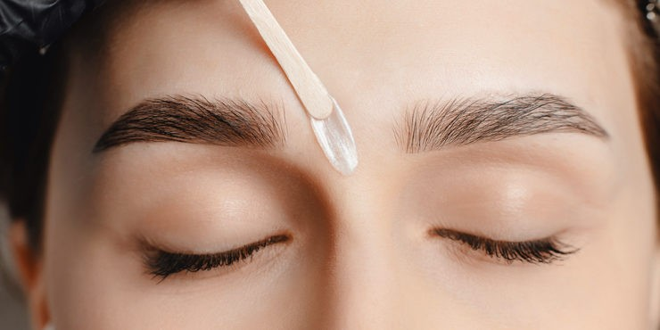 Окрашивание бровей: Все, что нужно знать об этой процедуре