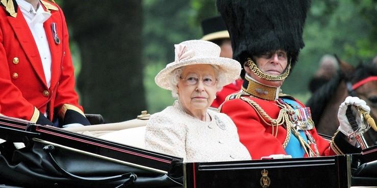 Какой тайный смысл несла в себе брошь в наряде Елизаветы II на похоронах принца Филиппа?