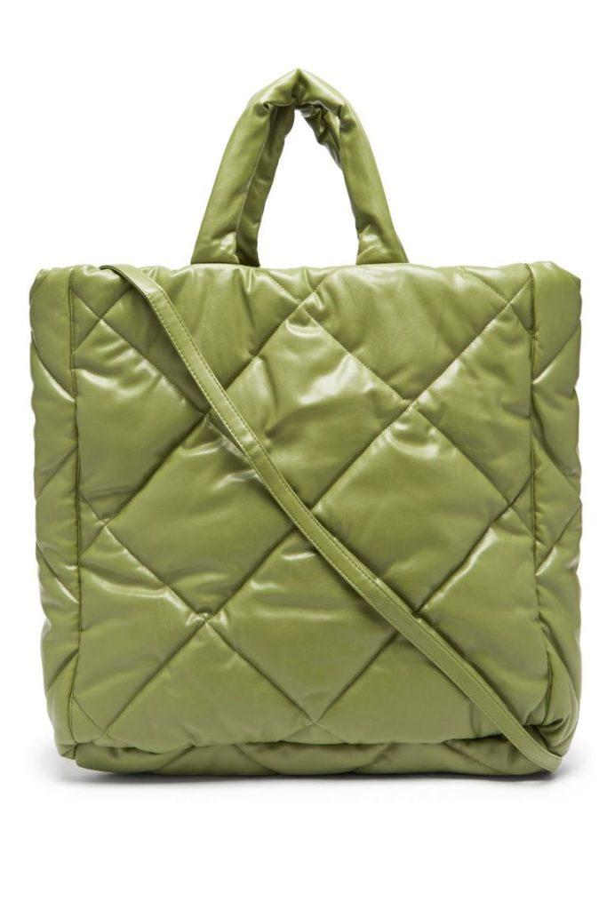 Где найти вместительные сумки, в которые поместится ноутбук?