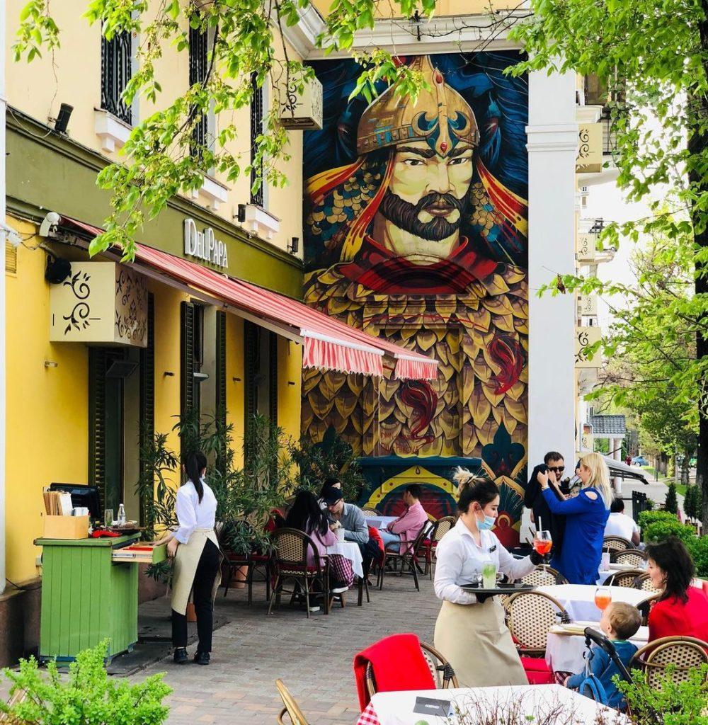 Летние террасы ресторанов в Алматы получили новый график работы