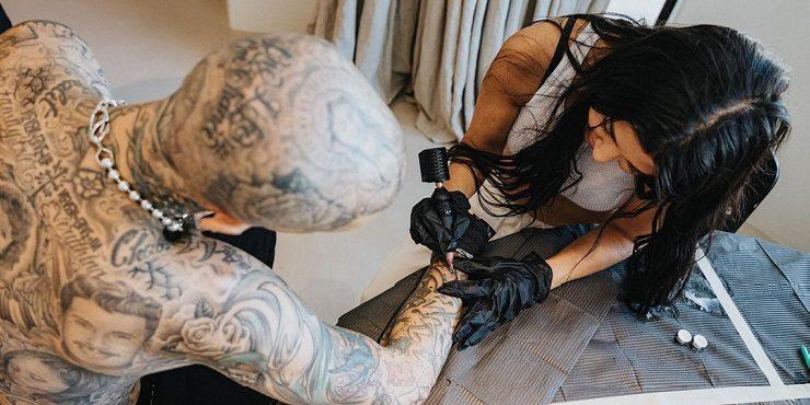 Какую татуировку Кортни Кардашьян набила на руке своего парня?