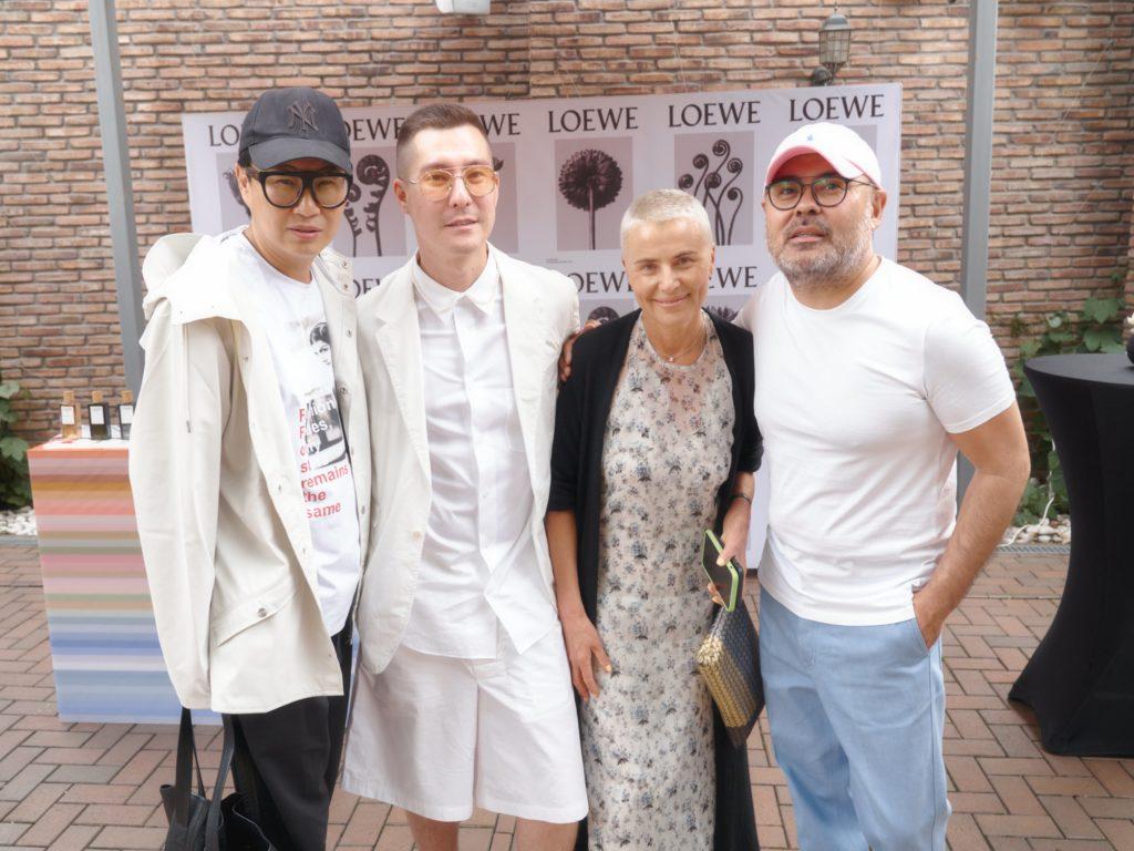 Сакен Жаксыбаев представил выставку архивных обложек
