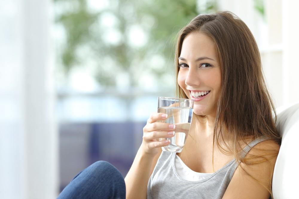 Опасные напитки: что вредно употреблять на голодный желудок?