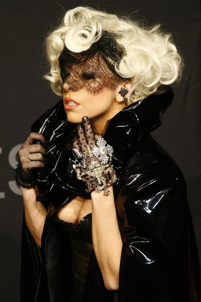 Леди Гага забеременела от насильника