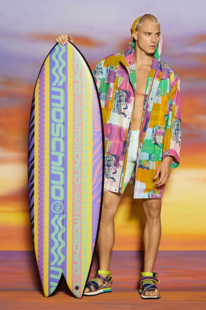 В новом сезоне Moschino предлагают мужчинам плавать в смокингах